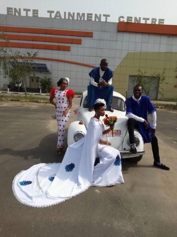 bestseller Idiots With BSC, Collins Oscar WEDDING dress took his beautiful bride